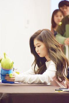Kpop Girl Groups, Korean Girl Groups, Kpop Girls, Kim Jennie, Yg Entertainment, K Pop, Rapper, Fandoms, Blackpink Photos