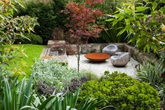 Have you ever heard about a Sunken garden? If you are familiar with an English garden style then you might now what it is. The Sunken garden is a formal, traditional English-style garden which is a… Australian Garden Design, Australian Native Garden, Small Gardens, Back Gardens, Outdoor Gardens, Outdoor Patio Designs, Patio Ideas, Pergola Designs, Pergola Ideas