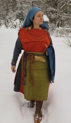 Iron Age testing out / testing the iron age dress - Hibernaatiopesäke