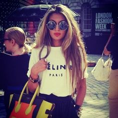 t-shirt celine white sunglasses t-shirt céline Fashion Week, Fashion Tips, Fashion Design, Fashion Trends, Style Fashion, City Fashion, Female Fashion, Womens Fashion, Mode Outfits