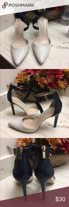 Banana Republic- 6.5👠❤️ Only used 1x, clean, heel still very new.  Nothing is wrong, just dont use them.  3inch heel. Banana Republic Shoes
