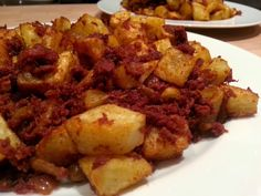 Slimming World Delights: Corned beef Hash! My dads version of this is simply the best! Slimming World Dinners, Slimming World Syns, Slimming Eats, Slimming World Recipes, Beef Recipes, Cooking Recipes, Cooking Ideas, Vegetable Recipes, Drink Recipes