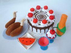 felt food --watermelon   for other foods: http://belladia.typepad.com/photos/felt_food_tutorials/index.html