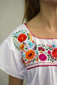 fe4f334c044a17 Liliana Cruz Embroidered Mexican Peasant Blouse at Amazon Women's Clothing  store: