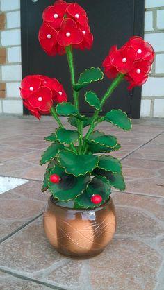 Nylon Flowers, Satin Flowers, Diy Flowers, Crochet Flowers, Fabric Flowers, Paper Flower Wreaths, Crepe Paper Flowers, Flower Crafts, Nylon Crafts