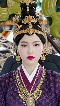 Traditional Fashion, Traditional Chinese, Balenciaga Dress, Princess Agents, Disney Princess Rapunzel, Drama, Queen Crown, Hair Reference, Ancient China