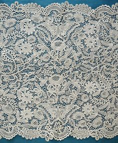 Beautiful antique/vintage Honiton lace shawl/stole with butterflies