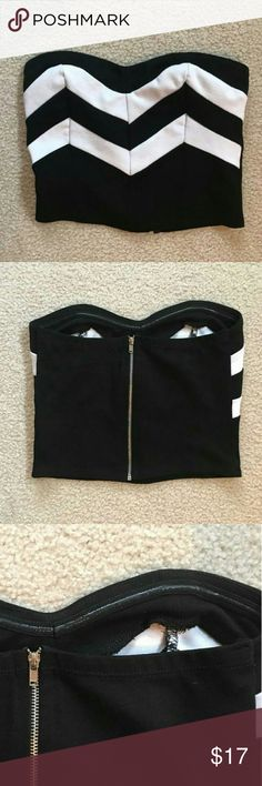 Crop top Nwot crop top with black and white cheveron pattern. Back zipper and silicone strip to help stay in place. Tops Crop Tops
