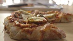 Parents futee, parents presses! Pizza maison extra-légumes. Surtout la sauce maison avec pleins de legumes cacher dedans!