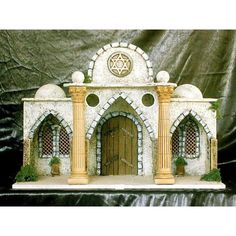 Templo hebreo                                                                                                                                                                                 Más Fontanini Nativity, Diy Nativity, Christmas Nativity, Christmas Wreaths, Miniature Rooms, Miniature Houses, Decorated Wine Glasses, Ceramic Houses, Garden Accessories
