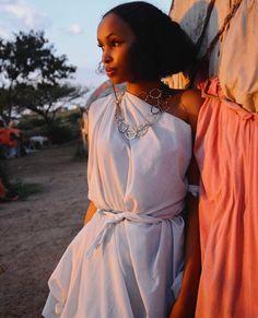 Somali woman wearing traditional attire African Girl, African Beauty, African Women, Africa Fashion, Indian Fashion, Somali Dirac, Tribal Costume, Beautiful Dark Skinned Women, Culture Clothing