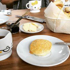 #scones #freshoftheoven #sunday #tea #isabella #grapes #jelly #apricot #jam #butter #homemade #homebaked #girlstime #food #foodpic #f52grams #nomnom #instafood #eatfresh #eeeeeats #chezshin #vienna #marmelade #selbstgemacht #easybake Girls Time, Vienna, Scones, Camembert Cheese, Jelly, Nom Nom, Sunday, Butter, Homemade