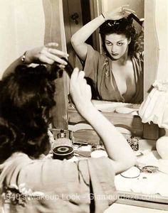 1940s-makeup-Yvonne-de-carlo.