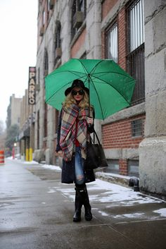 Atlantic-Pacific has a great outfit idea for rainy or snowy days: pull on Hunter rain boots with a knee-length coat and oversized scarf. Don't forget a large golf umbrella! Rainy Outfit, Outfit Of The Day, Rainy Day Outfit For Fall, Hunter Boots Outfit, Rainy Day Fashion, Atlantic Pacific, Outfit Trends, Mode Style, Winter Wardrobe