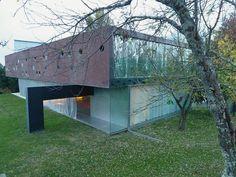 Diez dentro y fuera de las cortinas y dos alfombras rojas de Villa Floirac, 2012