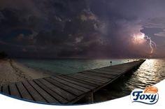 Agosto es época de tormentas de verano en muchas localidades españolas. Por la seguridad de tu familia, evita los baños en piscinas y playas durante una tormenta eléctrica.