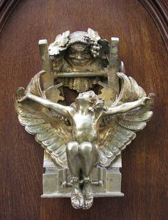 A Paris door knocker along Rue Sully Prudhomme.