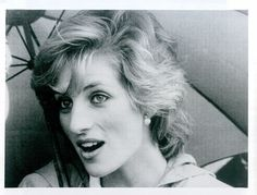 Vintage 1985 Beautful Candid Closeup Of Princess Diana Under Umbrella Photo
