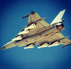 F-16XL, 6xAGM-65, 2xAIM-9, 4xAIM-120. https://www.fanprint.com/licenses/air-force-falcons?ref=5750