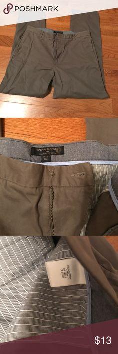 "Amazing men's BR straight fit Gavin pants Greenish khaki. One minor flaw.  Missing button   Super easy to fix.  32"" inseam Banana Republic Pants Chinos & Khakis"