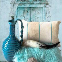 Turquoise , acqua blue vase | mediteranean | ibiza boho chique styling | the wonder room | www.thewonderroom.nl