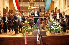 ユーラシア旅行社のチェコツアーでいくプラハの春音楽祭、市民会館のスメタナホールにて(一例)