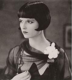El 14 de noviembre de 1906 nace Louise Brooks, una de las #actrices del cine mudo más famosa de la #historia http://www.mujeresenlahistoria.com/2013/07/la-vampiresa-muda-louise-brooks-1906.html