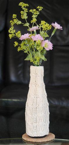 Bestrickte Flasche wird Vase / Knitted-around bottle becomes vase / Upcycling