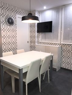 Office cocina papel pintado New Homes, Dining Table, Wallpaper, Kitchen, House, Furniture, Home Decor, Kitchen Wallpaper, Kitchen Interior