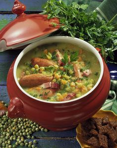 Our popular recipe for pea soup with bacon and sausage and more than 55 . Cafe Food, Food N, Food And Drink, Healthy Snacks, Healthy Eating, Healthy Recipes, Recipe For Pea Soup, Chicken Fajita Casserole, Popular Recipes