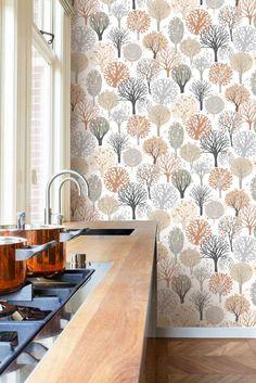 Inspirerande kök med tapet från kollektionen Inspiration 17504. Klicka för att se fler tapeter för ditt hem! Scandinavian Interior, Scandinavian Style, Wall Wallpaper, Paint Colors, Print Patterns, Curtains, Kitchen, Prints, Barnrummet
