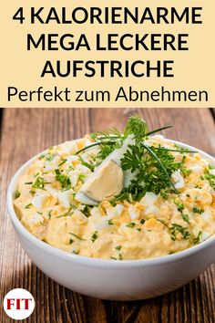 Aufstrich Rezepte zum Abnehmen – Kalorienarm, gesund und schnell gemacht Our low calorie spread recipes are quick, healthy and perfect for losing weight. Check out the four savory ideas here – three of which are vegetarian, one with fish. Healthy Dinner Recipes, Low Carb Recipes, Quick Recipes, Eat Smart, Food And Drink, Easy Meals, Veggies, Cooking, Ethnic Recipes