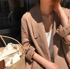 Linen blazer with cream tank Looks Chic, Looks Style, Spring Summer Fashion, Winter Fashion, Style Parisienne, Summer Work Outfits, Neutral Outfit, Mode Inspiration, Minimal Fashion