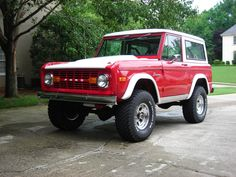 Such a beauty ! 1977 ford bronco . One of my dreams