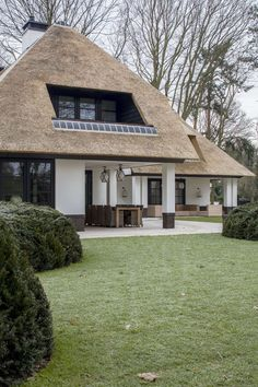 Such a stunning thatched home!