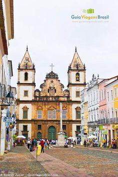 A Igreja de São Francisco é uma das obras portuguesas mais lindas do Brasil.  Saiba mais >>> http://www.guiaviagensbrasil.com/blog/guia-completo-de-salvador/
