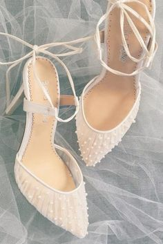Pleated Tulle and Pearls Ivory Wedding Shoe Tulle and Pearl Ivory Valentina wedding heels by Bella Belle Shoes perfect for a ballerina princess bride. Wedding Pumps, Wedding Boots, Wedding Shoes Heels, Bridal Heels, Bride Shoes, Ivory Wedding, Elegant Wedding, Tulle Wedding, Low Heel Bridal Shoes