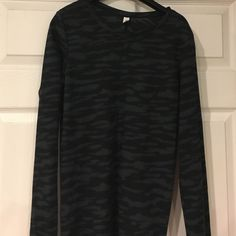 Under Armour Thermal top Excellent condition thermal top w/black grey Camo/Animal like print! Under Armour Tops Tees - Long Sleeve