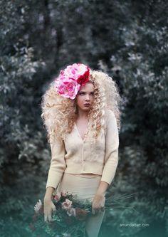 Love the flower and hair Ethereal Photography, Beauty Photography, Amazing Photography, Fashion Photography, Amanda Diaz, Angora Sweater, Big Hair, Pretty Hairstyles, Photoshoot