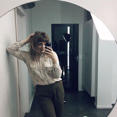 Pessoa super casual. Nossa, quanta casualidade.   @m_marielil Look Vintage, Selfie, Photo And Video, Instagram, Casual, Random, Selfies, Casual Clothes