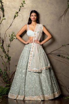 71 Mind-Boggling Lehenga Designs That Will Make Your Day! Indian Wedding Outfits, Bridal Outfits, Indian Outfits Modern, Indian Attire, Indian Wear, Bride Indian, Lehenga Choli, Anarkali, Sabyasachi Lehengas