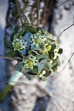 Wedding details, flowers, decorations. Photography by Katarzyna Zydroń, more on katarzynazydron.pl