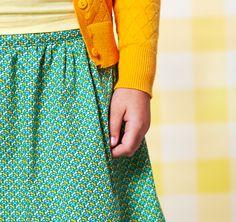 Kleurenset: Bayou Yellow Slate  Kleuren: Groen Zacht grijsgroen Donkergeel Zachtgeel    Het patroon herhaalt zich om de 1,5 cm (verticaal) en 1,4 cm (horizontaal)  Materiaal: 100% gekamde katoen met een zacht en soepel gevoel.   Gewicht: 110 g/m²  Stofbreedte: 145cm  Vlot strijkbaar - machinewasbaar op 30° - mag in de droogkast  Kleurvast en minimale krimp. Oeko-Tex gecertifiëerd.  Tip: voor het vernaaien/verwerken, kan je je stof best altijd even voorwassen. Let op: De kleuren op je…