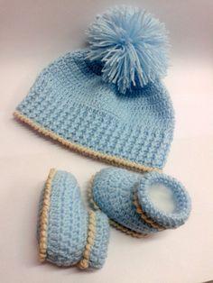 Gorro e sapatinho Newborn <br>O kit contém <br>- 1 gorrinho <br>- 1 sapatinho <br>Confeccionado em lã fina macia anti alérgica, nas cores azul com bege <br> Ideal para o dia dia ou sessão de fotos newborn <br> <br> <br>* Pode ser feito na cor de sua preferência * <br> <br>Todos os produtos são feitos por mim de forma manual, com muito carinho, usando a técnica do crochê :) <br> <br>Tamanhos sapatinho <br>RN - 8 cm <br>0-3 meses - cm 9,5 <br>3-6 meses - cm 10,8 <br> <br>Tamanhos toquinha…