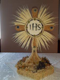 Corpus Christi, Mayo, Harvest Grill, Wheat Centerpieces, Altars, Bunnies, Pearls, Manualidades, Art