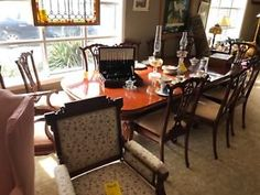 Beautiful mahogany with two leaves and 10 chairs only 2995