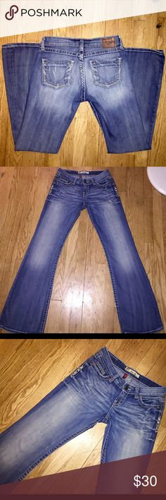BKE Stretch Sabrina Jeans Buckle store brand- BKE Denim Sabrina Stretch Women's Designer Light Wash Bootcut Jeans in size 26 with an inseam of 31 1/2. In really great condition 😍 Buckle Jeans Boot Cut