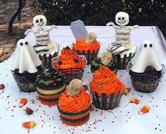 Fun and easy Halloween cupcake ideas.