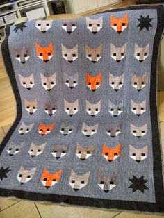 (Update: Below is my first fox quilt in natural tones, but I made another Fancy Fox Quilt here in December 2015 using a Retro je. Quilt Baby, Fox Quilt, Quilting Projects, Quilting Designs, Sewing Projects, Elizabeth Hartman Quilts, Fox Fabric, Vinyl Fabric, Cotton Fabric