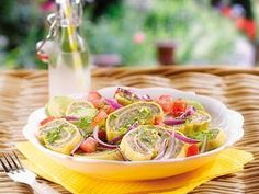 Sommerlicher Maultaschen-Salat, ein beliebtes Rezept mit Bild aus der Kategorie Reis/Nudeln/Getreide. Tags: Braten, Gemüse, Reis- oder Nudelsalat, Salat, Snack